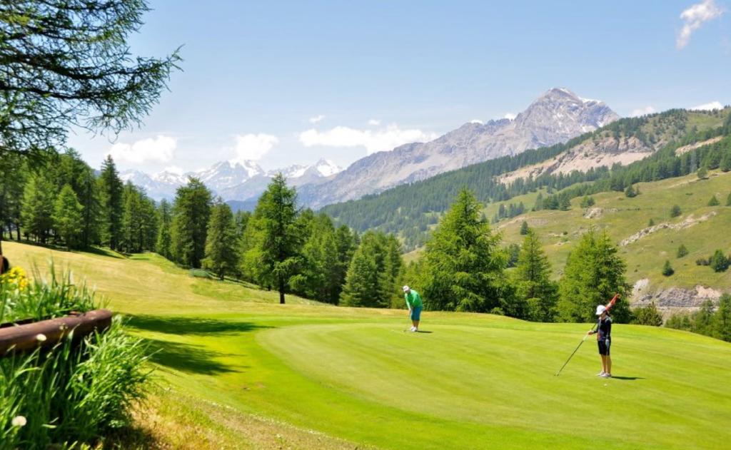 A breve riaprirà il campo da golf di Sestriere