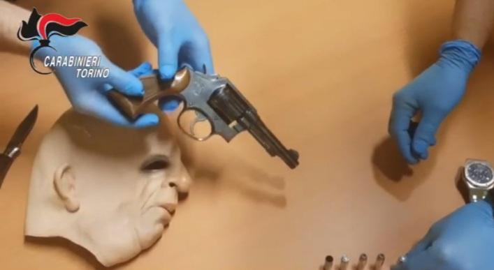 Rivoli, tragedia sfiorata durante una rapina in villa: un malvivente spara e ferisce un gioielliere