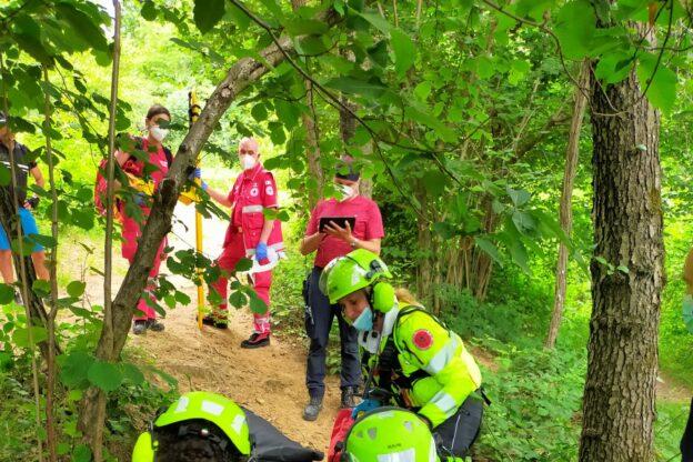 Ciclista cade nei boschi al confine fra Coazze e Giaveno: interviene l'elisoccorso