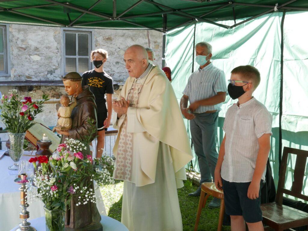 Forno di Coazze, dopo un anno Sant'Antonio da Padova torna a casa