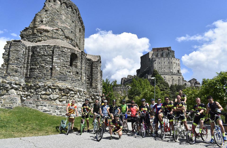 """""""Graziella Day"""": trenta ciclisti da Avigliana alla Sacra di San Michele con la Graziella"""
