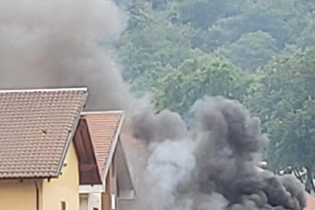 Sangano, va a fuoco un garage: fiamme domate dai pompieri