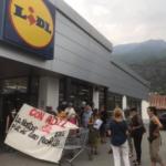 """Susa, """"blitz"""" pacifico dei No Tav alla Lidl per ricordare il sindacalista Adil"""