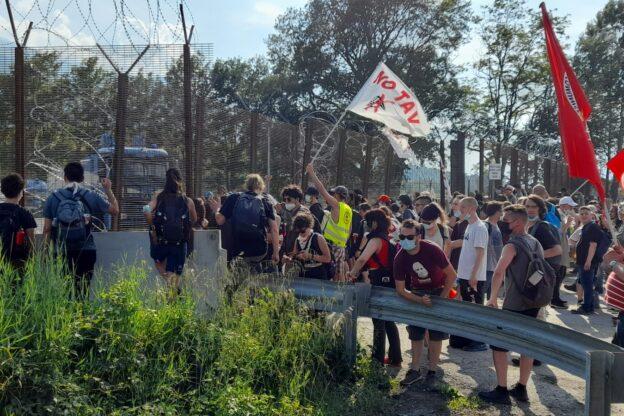 Oltre 5mila No Tav hanno marciato da Bussoleno a San Didero