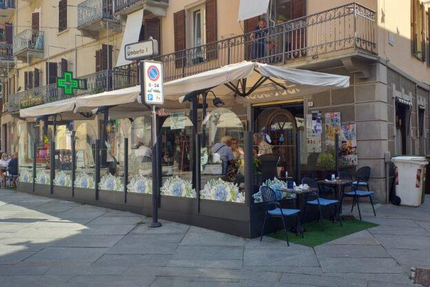 Nel bar di Marta Bertola, dove libri, tazzine e piatti vivono una seconda vita