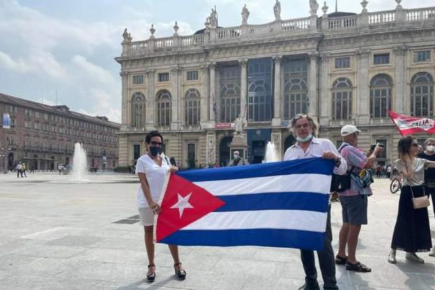 L'Associazione d'Amicizia Italia- Cuba è scesa in piazza a Torino