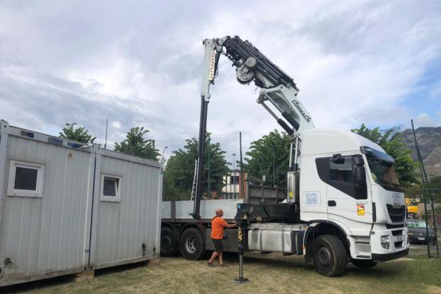 Bussoleno, lavori alla scuola media: ora si montano i container