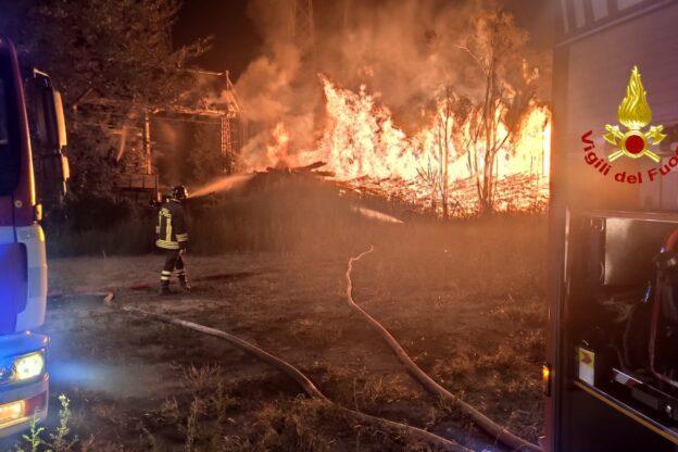 Bussoleno, a fuoco una grande catasta di legna dalle prime ore di questa mattina