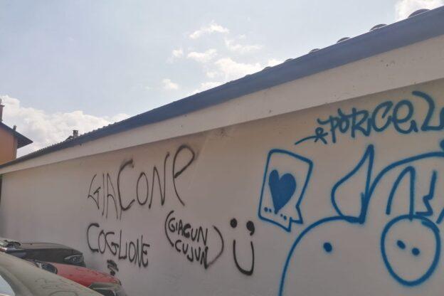 Giaveno, scritte ingiuriose nei confronti del sindaco sui muri del centro