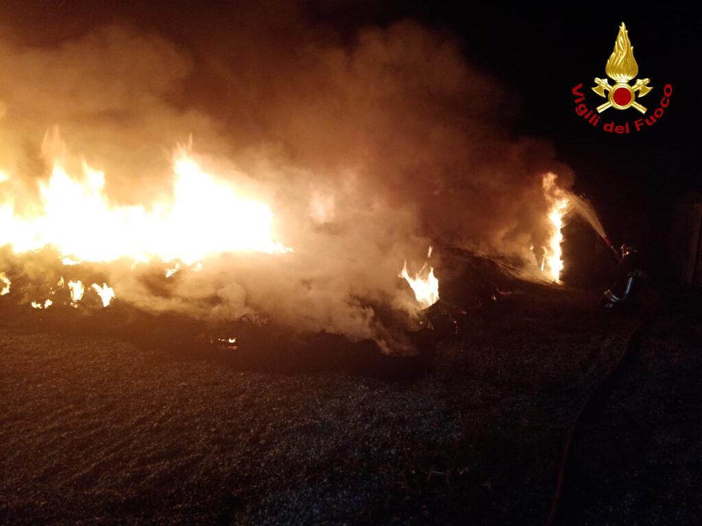 Avigliana, incendio di pneumatici presso un gommista di Drubiaglio