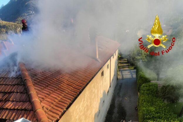 Bruciato il tetto di una casa a Sant'Antonino: per la famiglia una catena di solidarietà