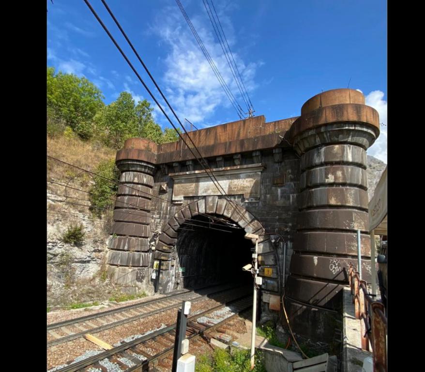 Il 17 settembre 1871 transitava il primo treno nella galleria del Frejus
