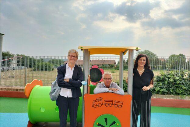 Sangano, nuovi giochi e asfalto gommato per il cortile dell'asilo