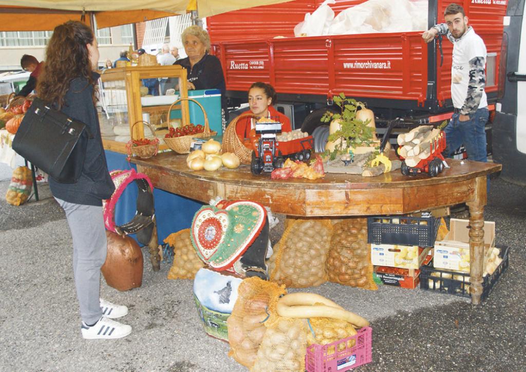 Patate, tome e cipolle rosse in festa a Novalesa questo fine settimana