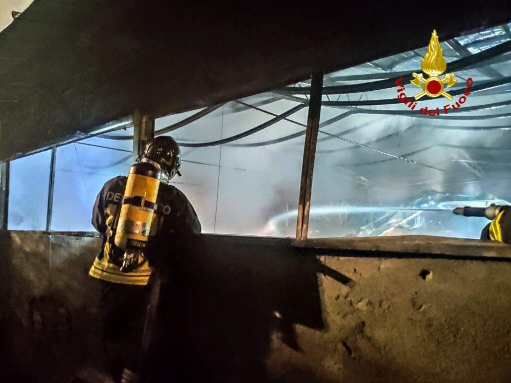 Bussoleno, nella notte è andato a fuoco un fienile con 120 rotoballe