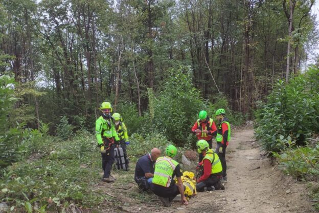 Avigliana, ciclista ferito recuperato con l'elicottero