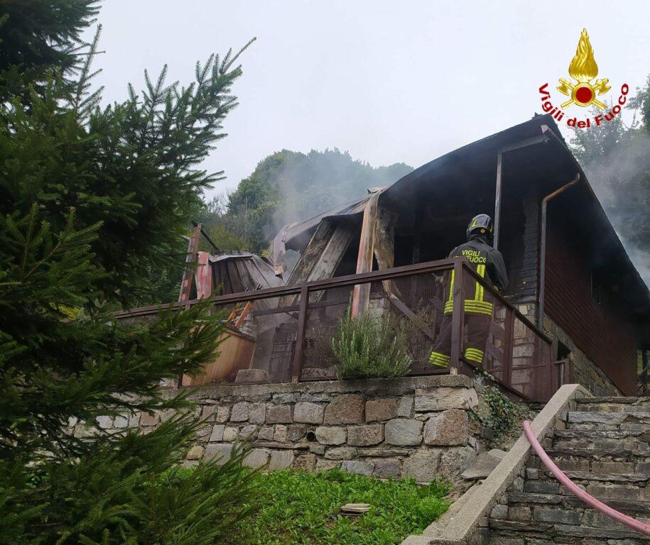 A fuoco una baita al Colle del Lys